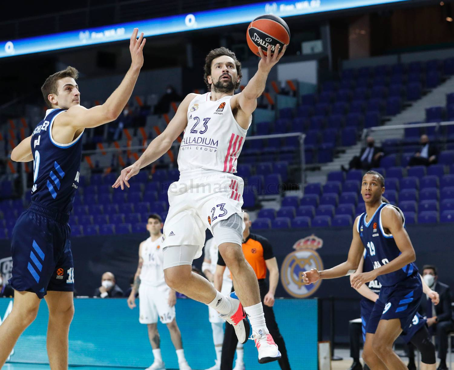 Real Madrid overwhelms Albar Berlin