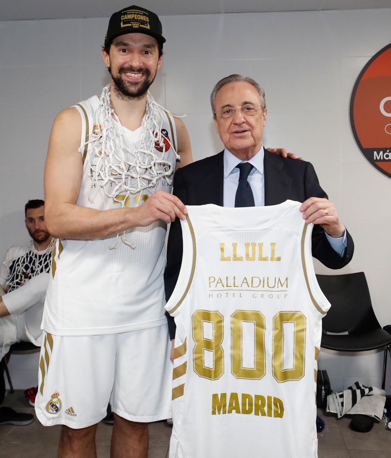 800 games with Real Madrid's jersey