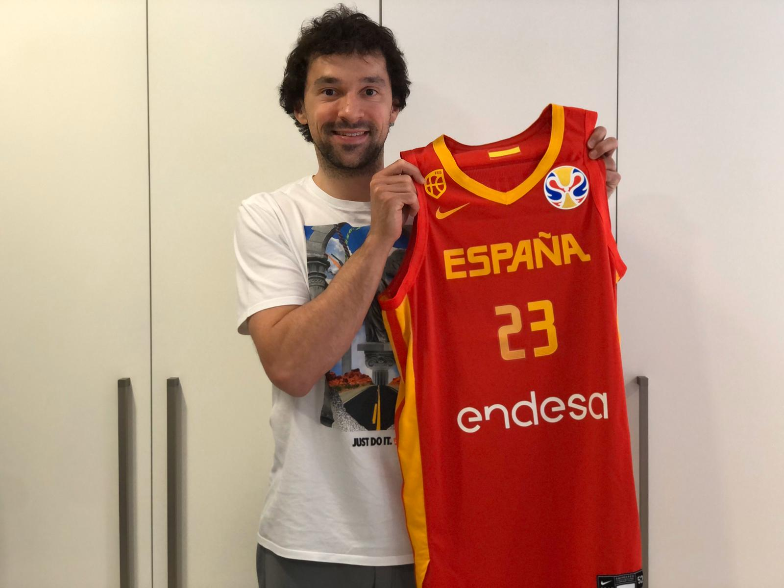 Sergio Llull donates his 2019 World Championship Final jersey for #LaMejorAsistencia's auction